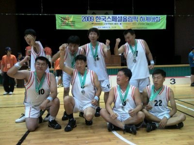Basketball team group photo with medals