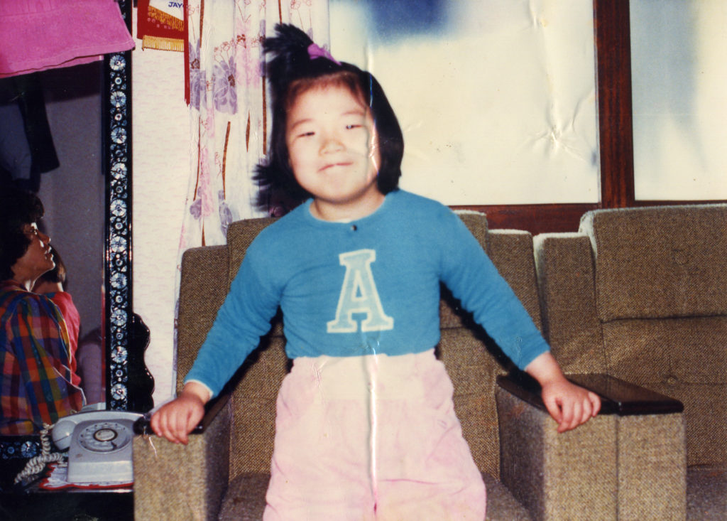 Yoonseon pn the couch as a child