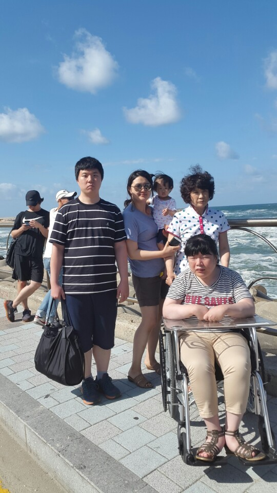 Yoonseon with her family by the sea